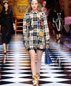 dolce-and-gabbana-fall-winter-2016-17-women-fashion-show-runway-41-453x680