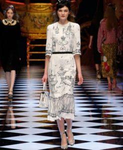 dolce-and-gabbana-fall-winter-2016-17-women-fashion-show-runway-77-453x680