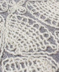 Шерстяная вышивка на сетке