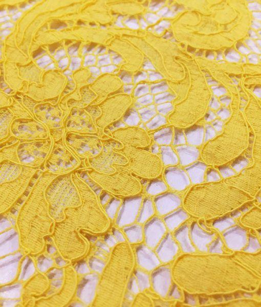 Кружево PRADA в изделиях желтый