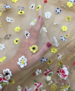 Вышивка на сетке телесный цвет