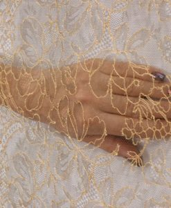 Тонкое кружево Sophie Hallette с узором золотистого цвета